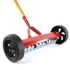 Scarificateur à roues : acier L.42 cm x l.3 cm manche bois l.150 cm