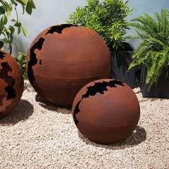 Sphère craquelée métal effet rouille D.30cm