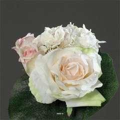 Bouquet Creme rose varie de Roses et pivoine