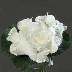 Bouquet Creme varie de Roses et pivoin
