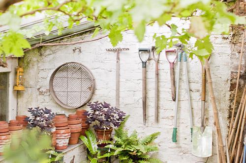 Récupération de Vieux pots et Outils