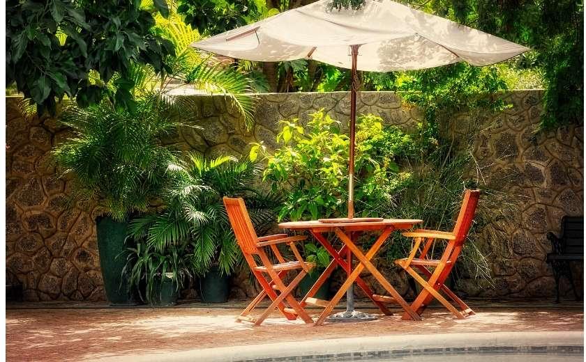 Mobilier de jardin avec parasol