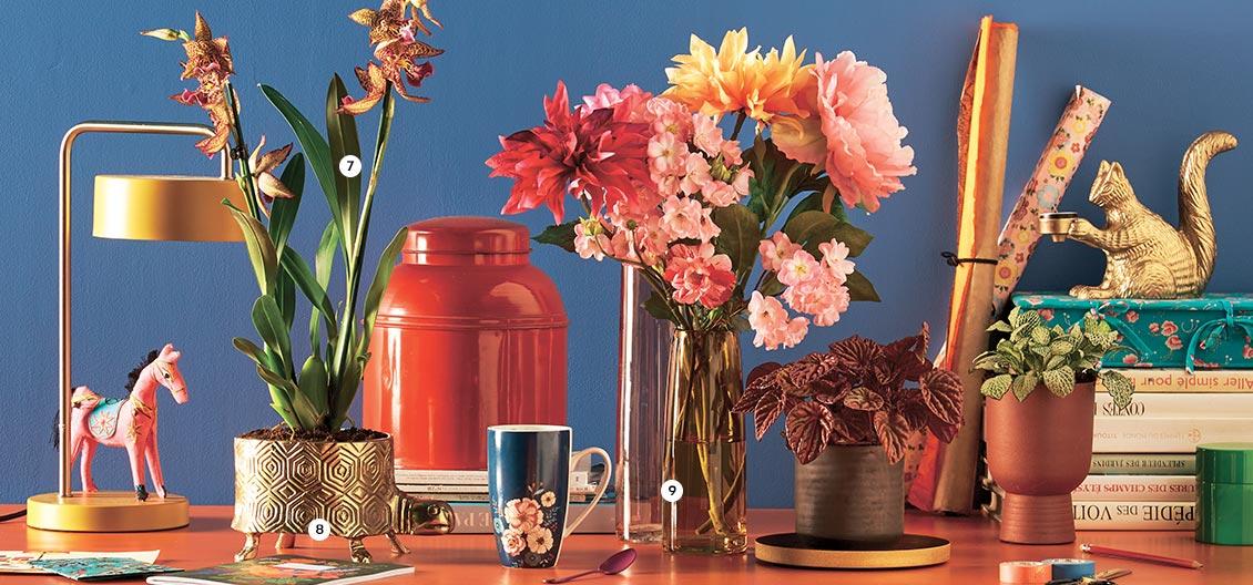 7. Cambria 2 hampes En pot Ø 12 cm. H. 60 cm (750332) - 8. Pot tortue En métal doré. H. 12 cm. Coloris or (837087) - 9. Vase En verre. H. de 23 à30 cm. Coloris rose ou jaune (837164-166)